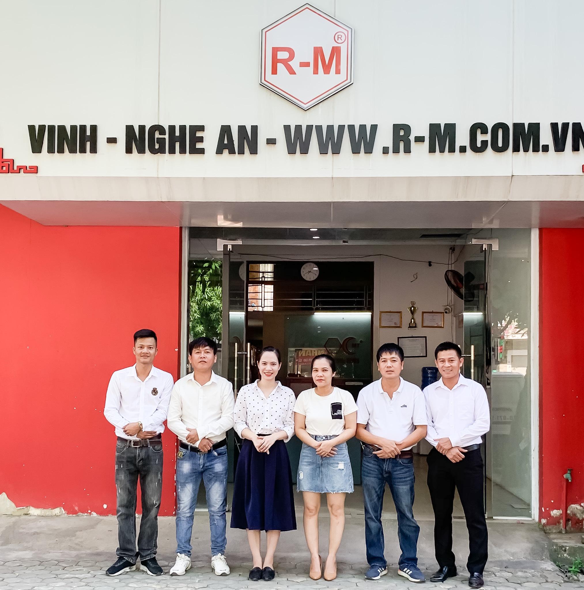 anh_nhan_vien_cn_vinh.jpg